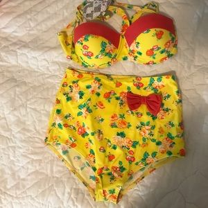 Pinup swimsuit Med top/Large bottom NWT